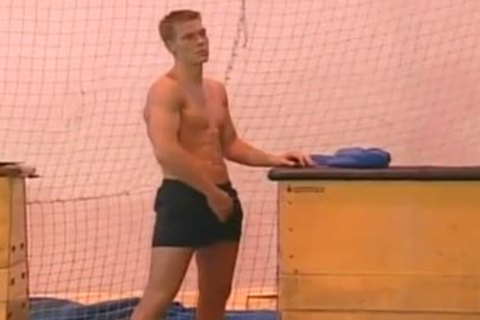 Sizzling Fervent banging threesome With homosexual mans In Locker Room