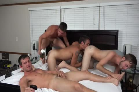 A couple AND TWO allies banging ON webcam