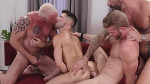Icon Male - Link Parker nailed by huge penis Ryan Carter