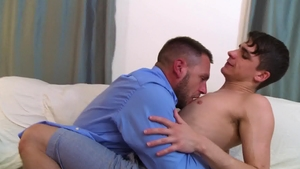 IconMale - Kory Houston likes hard nailining
